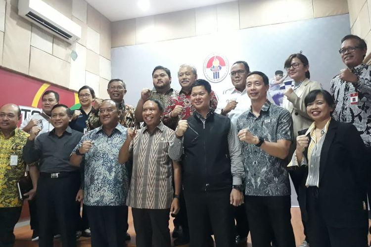 Menpora Zainudin Amali dan sejumlah stakeholder olahraga Indonesia usai rapat khusus membahas kelangsungan kompetisi di tengah wabah virus corona, Jumat (13/3/2020).