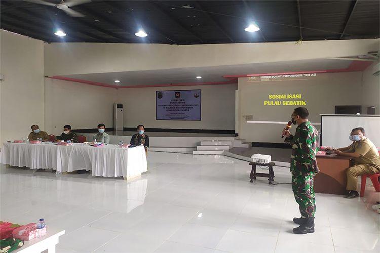 Brigjen TNI Asep Edi Rosidin bersama Kemendagri melakukan sosialisasi batas negara Pulau Sebatin.