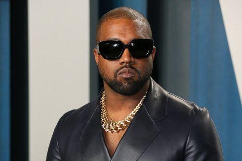 Kanye West Kenakan Kalung Bertuliskan Nama Keempat Anaknya