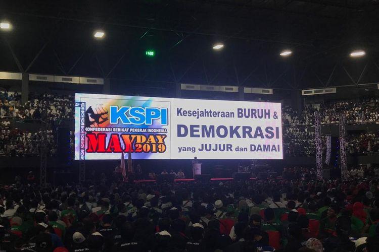 Suasana peringatan Hari Buruh 2019 di Tennis Indoor Senayan, Jakarta Pusat, Rabu (1/5/2019).