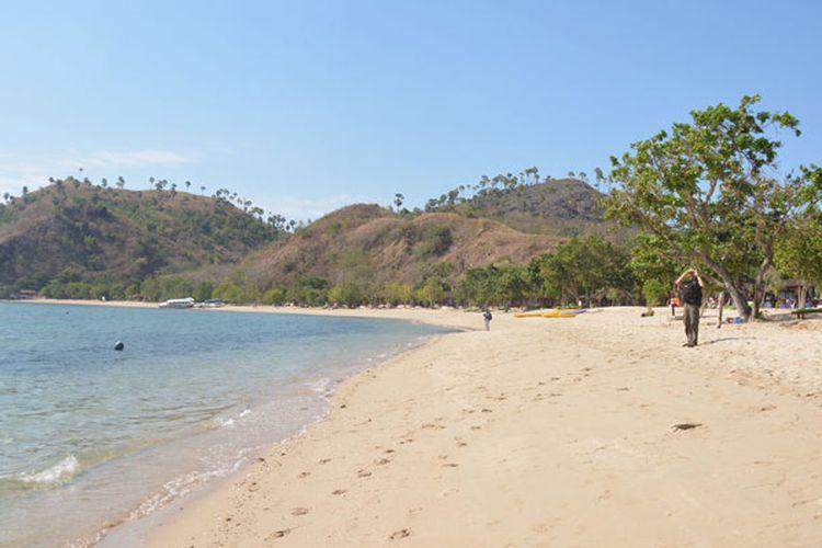 Hamparan pantai pasir putih Waecicu, di Labuan Bajo, NTT sangat potensial menarik wisatawan untuk berwisata bersama keluarga, Rabu (30/8/2017).