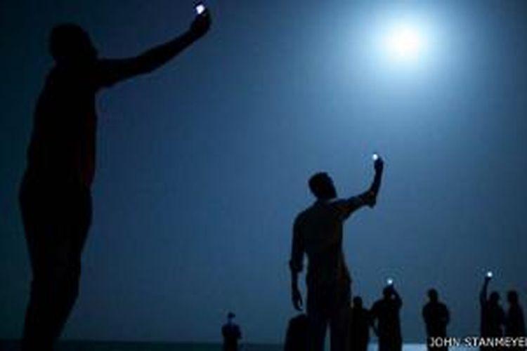 John Stanmeyer mengambil foto ini di Djibouti, transit migran Afrika ke Eropa.