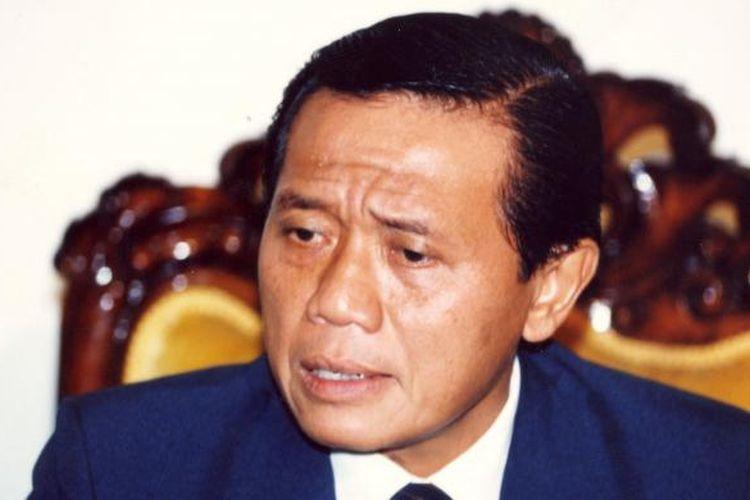 Harmoko sewaktu menjabat Menteri Penerangan.