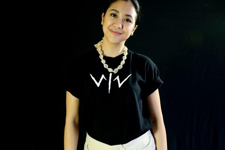 Sherina Munaf berpose seusai sesi wawancara terkait promo film Wiro Sableng, di kantor Redaksi Kompas.com, Palmerah, Kamis (9/8/2018).