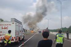 Asap Keluar dari Kap Mesin, Agya Tiba-tiba Meledak dan Terbakar