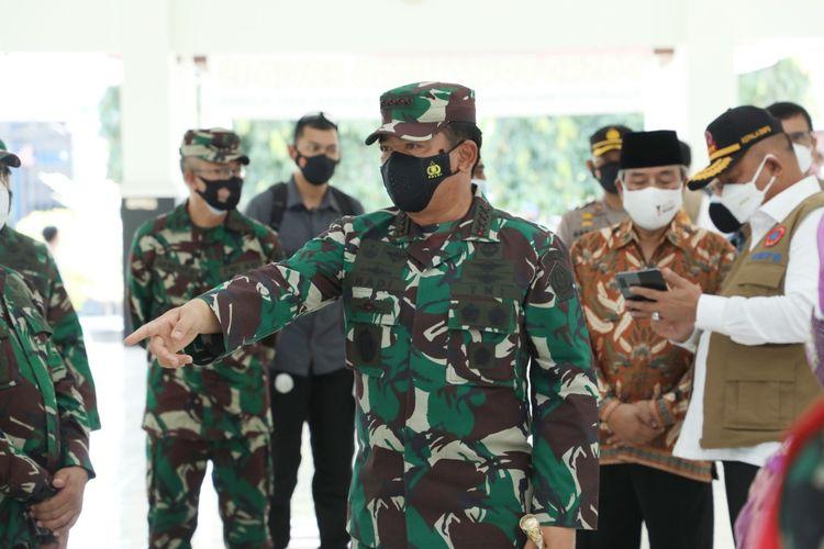 Panglima TNI Marsekal Hadi Tjahjanto meninjau langsung kesiapan tenaga tracer kontak erat Covid-19 di Sleman, Daerah Istimewa Yogyakarta (DIY), Rabu (28/7/2021).