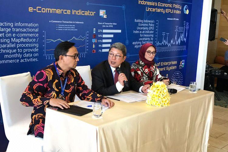 Deputi Bank Indonesia (tengah) Erwin Rijanto saat konfrensi pers di Nusa Dua, Bali pada Kamis (26/7/2018).