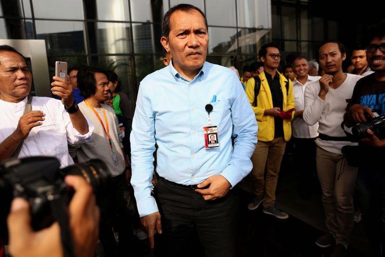 Wakil Ketua KPK Saut Situmorang memberikan keterangan pers di Gedung Komisi Pemberantasan Korupsi (KPK), Jakarta, Jumat (14/7/2017). Keterangan pers ini berkaitan dengan aksi massa yang menyuarakan penolakan terhadap digulirkannya hak angket DPR terhadap KPK.