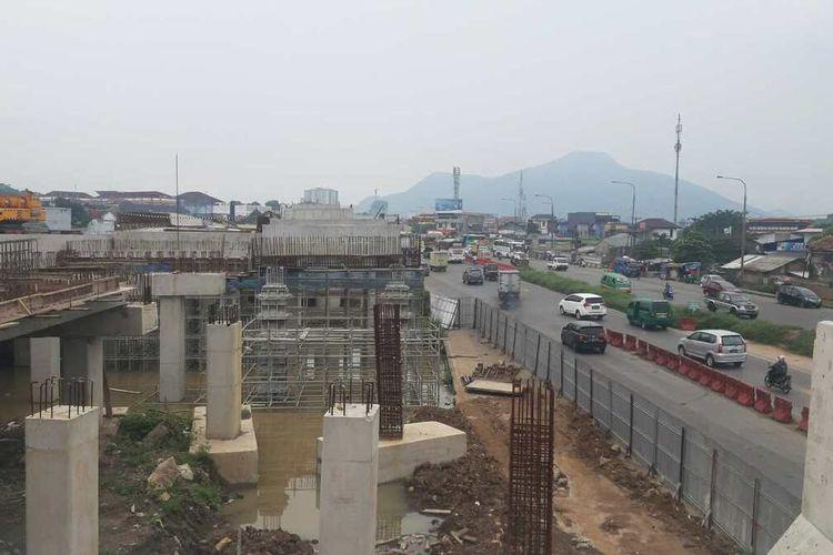 Progres fisik jalan layang dan underpas Tol Cisumdawu di wilayah Cileunyi sudah mencapai 70 persen, Senin (15/3/2021). AAM AMINULLAH/KOMPAS.com