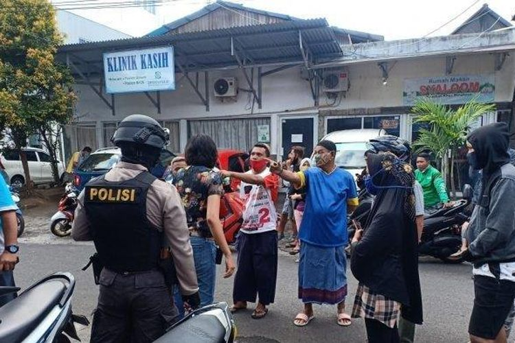 Keluarga almarhum PDP Corona di Manado marah jenazah kerabat akan dimakamkan pakai prosedur covid-19.