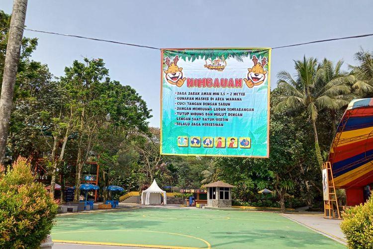 Imbauan protokol kesehatan di The Jungle Waterpark Bogor.