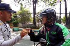 Dihentikan Karena Lintasi Jalur Sepeda, Pengemudi Ojol Protes ke Petugas Dishub