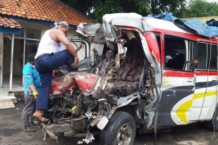 Kecelakaan beruntun maut terjadi di ruas Tol Cipali KM 78 jalur A 9, Senin (30/11/2020). Kondisi kendaraan yang terlibat kecelakaan. (muhamad nandri prilatama/tribunjabar)