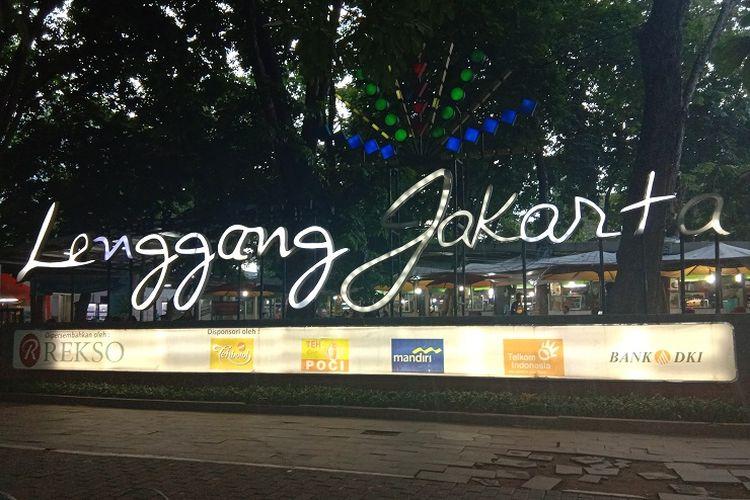 Jika kamu lapar dan mencari santapan berat atau ringan di Monas, kamu patut coba beberapa penjaja makanan di Lenggang Jakarta yang terletak dekat tempat parkir motor dan mobil, Jakarta, Rabu (29/1/2020).