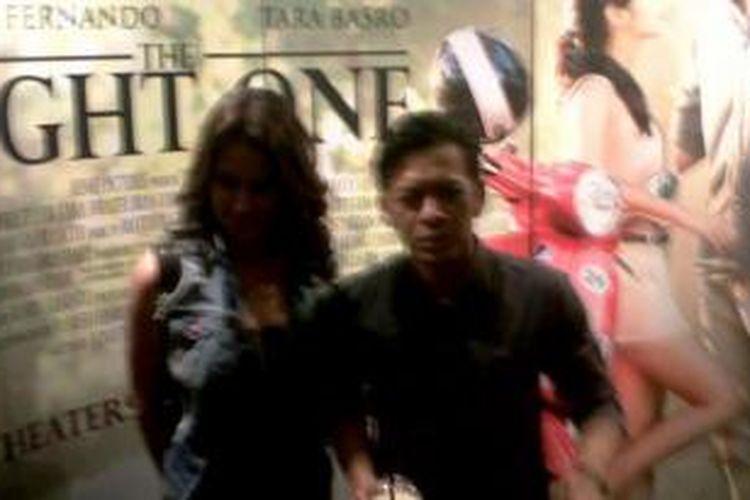 Ariel dan Sophia datang bersama ke acara gala premier film The Right One, Senin, (24/2/2014), di XXI kawasan Epicentrum, Kuningan, Jakarta.