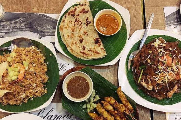 Menu makanan di Martabak Cafe, Manila. Hidangannya berupa menu-menu Melayu dan Indonesia, ditambah menu dari Timur Tengah. Ada juga nasi goreng dan sate ayam sebagia menu makanan Indonesia.
