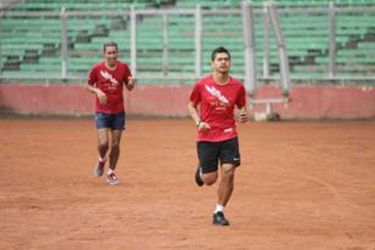 Bambang Pamungkas saat mengikuti lomba lari jalan raya 10 kilometer bertajuk