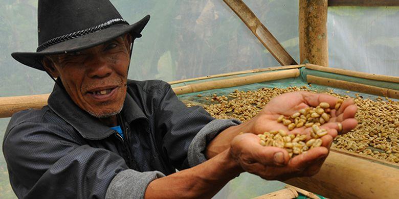 Petani kopi asal Desa Cupunagara.