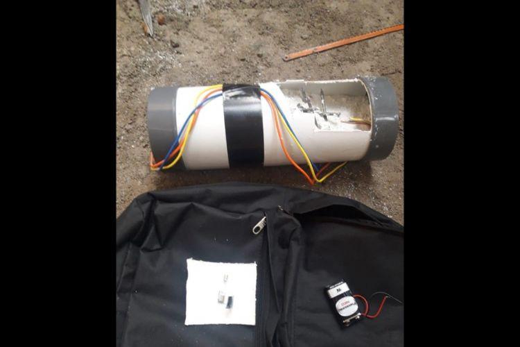 Tampak benda mencurigakan yang menyerupai bom paralaon ditemukan di Rumah Ketua KPK (Komisi Pemberantasan Korupsi), Perumahan Graha Indah, Jatiasih, Kota Bekasi, Rabu (9/1/2019).