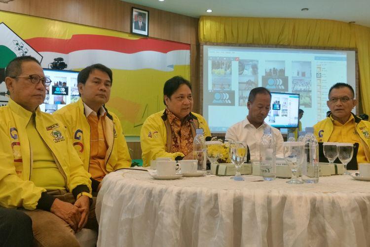 Ketua Umum Partai Golkar Airlangga Hartarto saat ditemui di kantor DPP Partai Golkar, Slipi, Jakarta Barat, Selasa (16/4/2019).