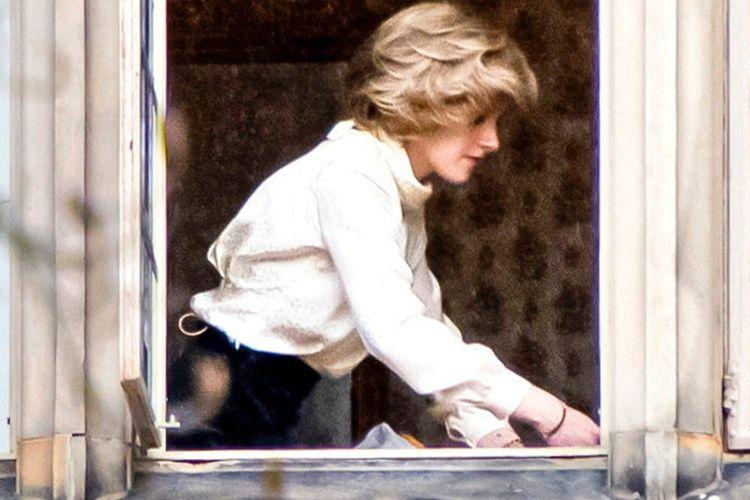Penampilan Kristen Stewart yang mirip Putri Diana saat syuting film Spencer.