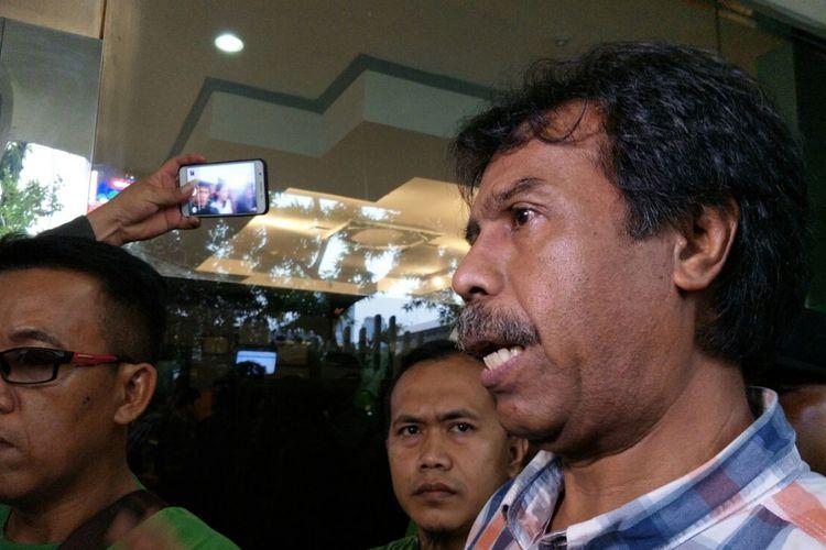 Pakar Hukum Tata Negara Margarito Kamis ketika ditemui usai sidang adjudikasi di kantor Badan Pengawas Pemilu (Bawaslu) RI, Jakarta, Jumat (2/3/2018).