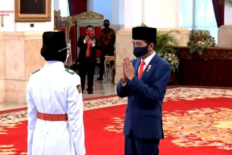 Presiden Joko Widodo  mengukuhkan delapan anggota Pasukan Pengibar Bendera Pusaka (Paskibraka) yang akan bertugas pada upacara peringatan kemerdekaan ke-75 Republik Indonesia di Istana pada 17 Agustus mendatang.