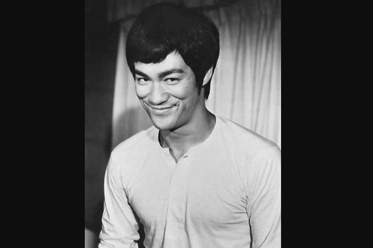 Bruce Lee saat membintangi film Fist of Fury.
