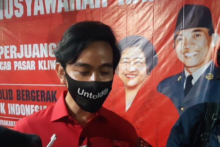 Bakal calon Wali Kota Solo, Gibran Rakabuming Raka dalam musyawarah ranting PDI-P se-Kecamatan Pasar Kliwon di Solo, Jawa Tengah, Kamis (6/8/2020) malam.