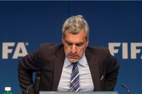 Jubir FIFA, Walter de Gregorio, Mundur
