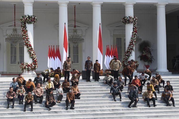 Presiden Joko Widodo dan Wapres Maruf Amin memperkenalkan jajaran menteri Kabinet Indonesia Maju di Istana Merdeka, Jakarta, Rabu (23/10/2019).