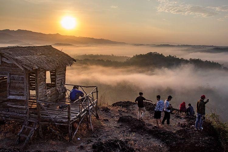 Suasana pagi di Gunung Ireng, Gunungkidul, Yogyakarta.
