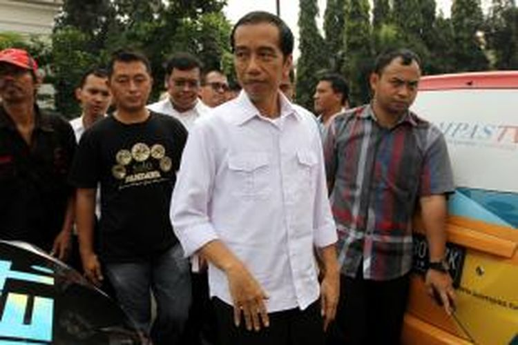 Gubernur DKI Jakarta, Joko Widodo yang akrab disapa Jokowi tiba di Museum Kebangkitan Bangsa, Jakarta Pusat, Minggu (16/3/2014). Jokowi yang menjadi juru kampanye PDIP memulai hari pertama kampanye dengan berkeliling museum menelusuri jejak-jejak perjuangan para pahlawan di Jakarta. TRIBUNNEWS/HERUDIN