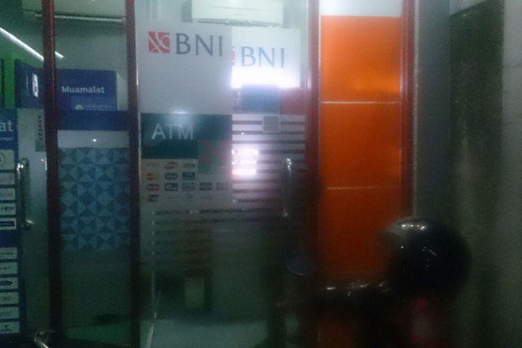 Lokasi mesin ATM BNI di SPBU Jalan Kartini, Pancoran Mas, Depok yang menjadi lokasi pencurian pada Jumat (7/7/2017) sore.