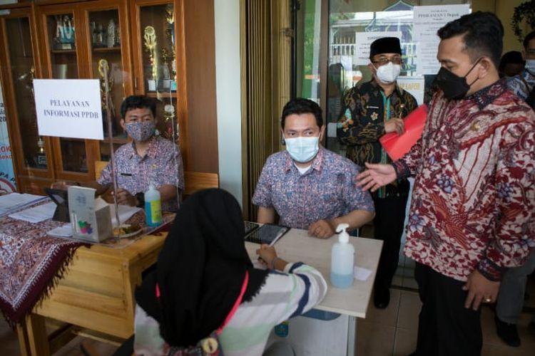 Ketua Lembaga Bantuan Pemantau Pendidikan (LBP2) Jawa Barat (Jabar) Asep B Kurnia menilai bahwa sistem penerimaan peserta didik baru (PPDB) tahun 2021 yang dibuat Dinas Pendidikan (Dsidk) Jabar sudah cukup baik.