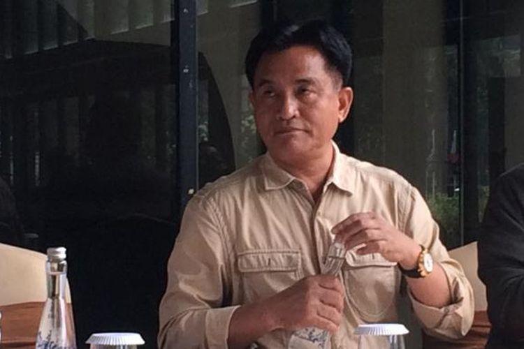 Kuasa hukum Mantan Menteri BUMN Dahlan Iskan, Yusril Ihza Mahendra saat konferensi pers di kawasan Senayan, Jakarta, Minggu (4/12/2016).