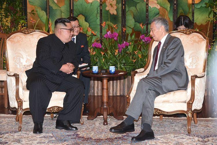 Pemimpin Korea Utara Kim Jong Un bertemu dengan PM Singapura Lee Hsien Loong di kediaman resminya, Minggu (10/6/2018) malam waktu setempat.