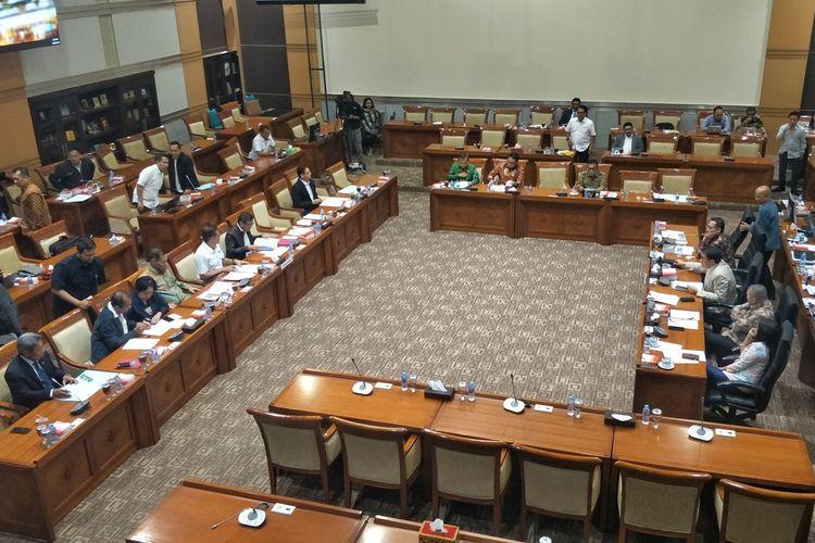 Menteri Hukum dan HAM Yasonna Laoly saat menghadiri Rapat Kerja dengan Komisi III di Kompleks Parlemen, Senayan, Jakarta, Rabu (18/9/2019).