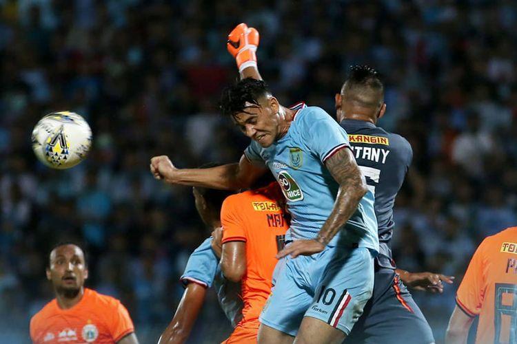 Pertandingan Persela Lamongan menghadapi Persija Jakarta di Stadion Surajaya, Sabtu (22/6/2019) malam.