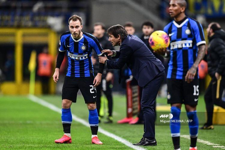 Gelandang Inter Milan, Christian Eriksen, memberikan instruksi kepada Christian Eriksen pada laga Coppa Italia kontra Fiorentina di Stadion Giuseppe Meazze, Milan, Kamis (30/1/2020) dini hari WIB.