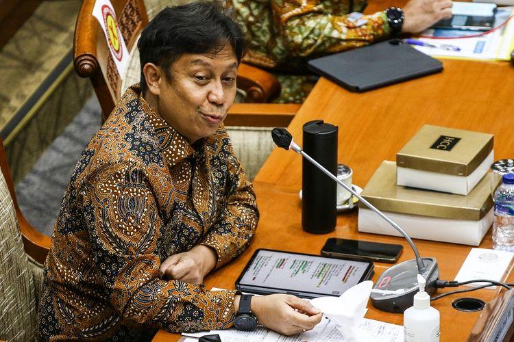 Menteri Kesehatan Budi Gunadi Sadikin memberikan paparan saat menghadiri rapat kerja bersama Komisi IX DPR di Kompleks Parlemen, Senayan, Jakarta, Rabu (13/1/2021). Rapat tersebut membahas ketersediaan vaksin dan pelaksanaan vaksinasi COVID-19. ANTARA FOTO/Rivan Awal Lingga/aww.