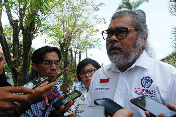 Ketua Komisi Nasional Perlindungan Anak (Komnas PA) Arist Merdeka Sirait usai bertemu tersangka dalam kasus kematian Kanja Isabel Putri alias Caca (4), di Mapolres Bogor, Selasa (7/3/2017).