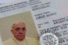 Paus Fransiskus Perpanjang Paspor Lewat Jalur Biasa