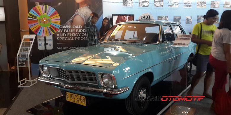 Holden Torana LJ Series, model untuk taksi Blue Bird pertama pada 1972, dipamerkan di Pameran Transportasi Indonesia 2015.