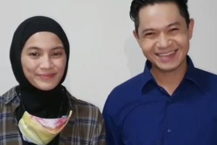 Pasangan artis Dude Herlino dan Alissa Soebandono mengampanyekan protokol kesehatan lewat sebuah video yang diunggah di media sosial Instagram. Dude dan Alissa merupakan warga Kebon Baru, Tebet, Jakarta yang diajak untuk berkolaborasi mengampanyekan prokotol kesehatan.