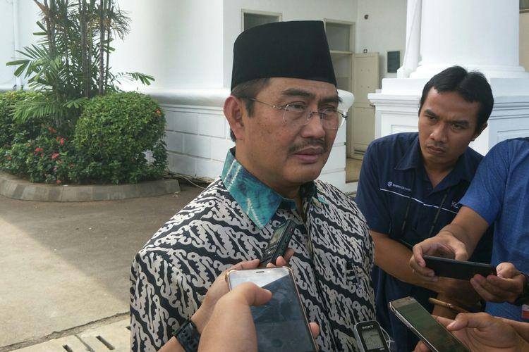 Wakil Ketua Dewan Gelar Nasional Jimly Asshidiqie di Istana Kepresidenan, Jakarta, Kamis (26/10/2017)