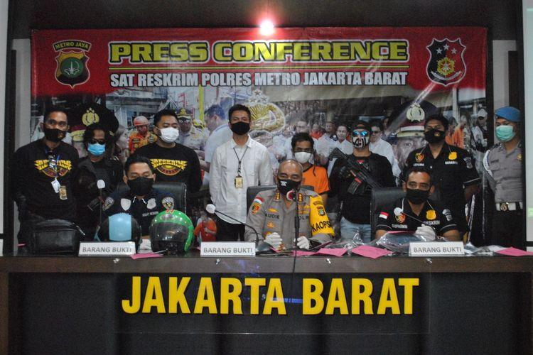 Rilis pengungkapan kasus penjambretan di Roa Malaka, Tambora, Jakarta Barat, Selasa (5/5/2020)