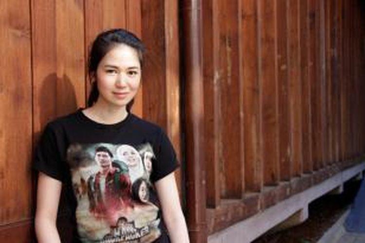 Artis peran dan model Laura Basuki difoto di sela kunjungannya untuk promosi film Haji Backpacker, di Bentara Budaya Jakarta, Senin (22/9/2014). Film produksi Falcon Pictures yang disutradarai oleh Danial Rifki ini akan tayang perdana di bioskop mulai 2 Oktober 2014. KOMPAS IMAGES/DINO OKTAVIANO