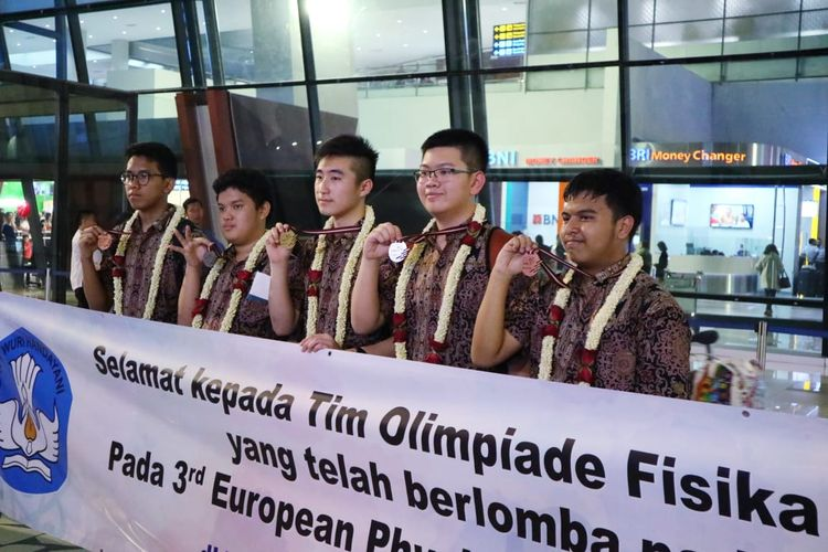 Kedatangan Tim Olimpiade Indonesia disambut langsung Suharlan (Kasubdit Kurikulum Direktorat PSMA) dan Alex Firngadi (Kasi Kepribadian)  pada hari Rabu (5/6/2019) di Terminal 3 Bandara Soekarno-Hatta.
