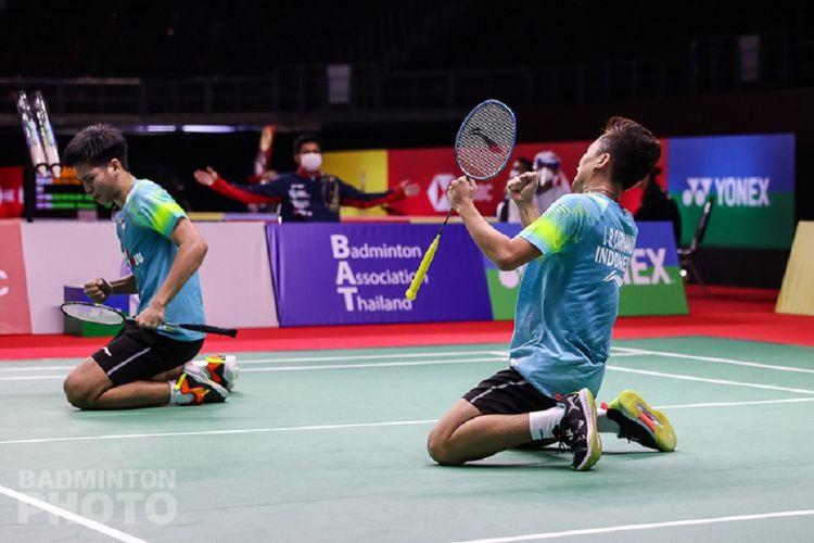 Ekspresi pasangan ganda putra Indonesia, Leo Rolly Carnando/Daniel Marthin, setelah mengalahkan Fajar Alfian/Muhammad Rian pada babak kedua Thailand Open 2021.